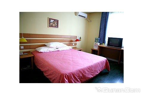 背景墙 房间 家居 酒店 设计 卧室 卧室装修 现代 装修 480_320