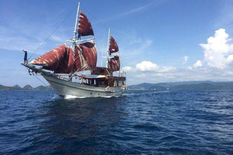 [弗洛里斯岛][尼亚曼船屋(nyaman boat)]预订及特惠