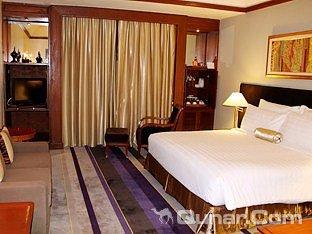 察殿仰光皇家湖酒店(Chatrium Hotel Royal Lake Yangon)