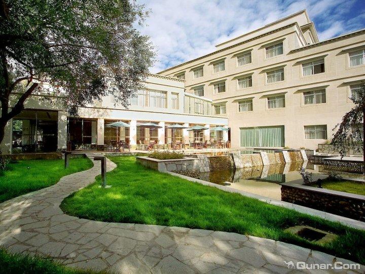 拉萨雅汀舍丽花园酒店
