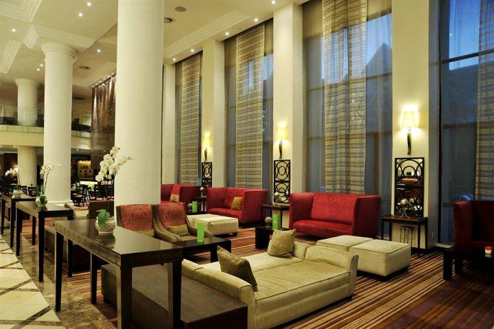 假日桑顿 - 里沃尼亚路酒店(Holiday Inn Sandton - Rivonia Road)