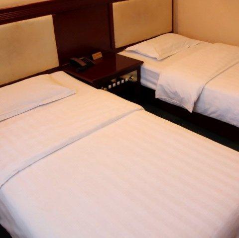 理县高原红酒店