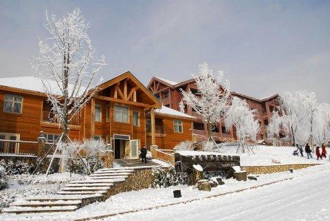 西岭雪山斯堪的纳度假酒店