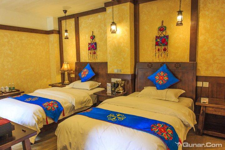 理县莎朗风情迷宫式羌文化主题酒店