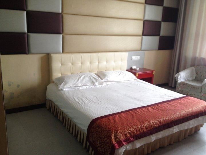 桃园宾馆(阿拉尔上海风情街店)