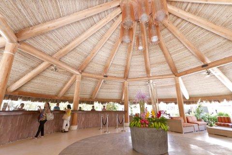 迈瑞柏高蓝水海滩度假村(Maribago Bluewater Beach Resort)
