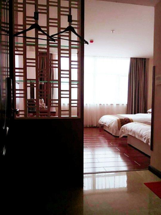 成县金珀商务酒店