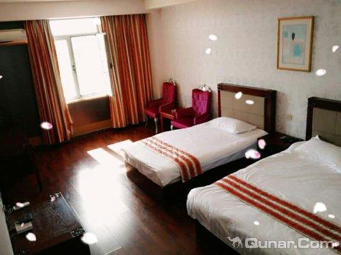 天津远大之星航母酒店