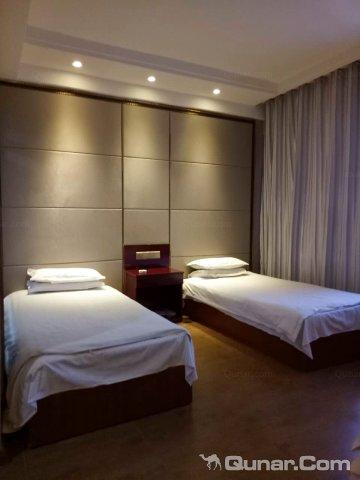 塔城沙湾鑫东方大酒店