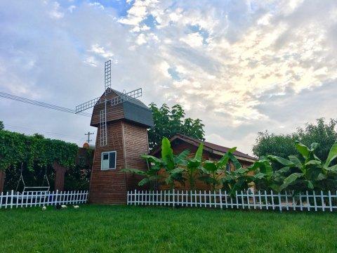 北京果园里的风车木屋