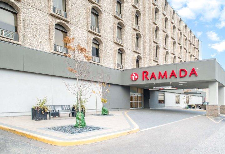 萨斯卡通华美达大酒店(Ramada by Wyndham Saskatoon)