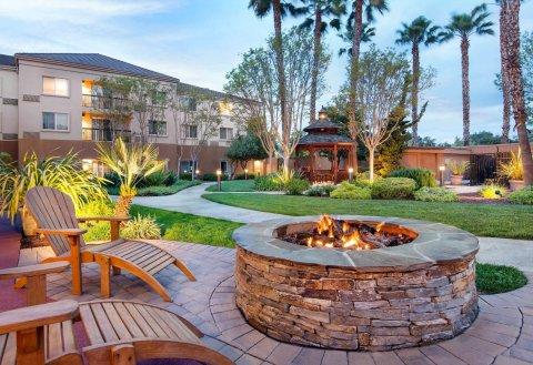 米尔皮塔斯硅谷万怡酒店(Courtyard Milpitas Silicon Valley)