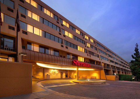 帕萨迪纳喜来登酒店(Sheraton Pasadena Hotel)