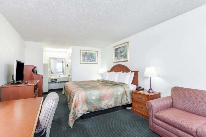 肯塔基加迪斯骑士酒店(Knights Inn Cadiz KY)