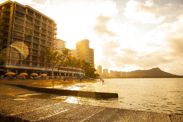 奥瑞格威基基瑞福海滩度假酒店(Outrigger Reef Waikiki Beach Resort)