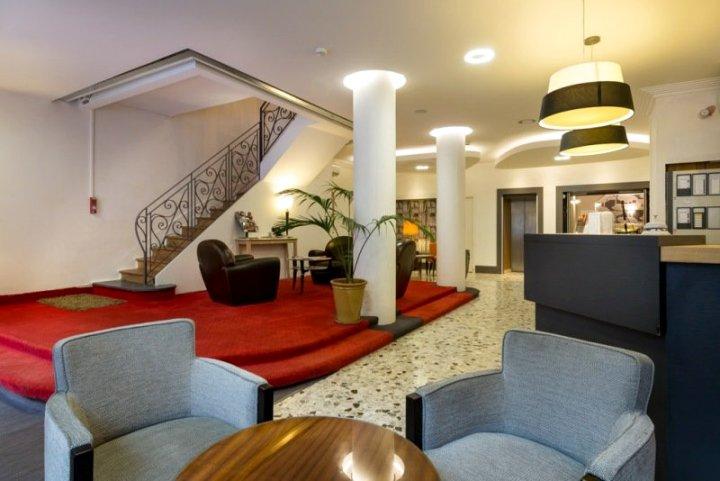格兰德雷蒙德四世酒店(Grand Hôtel Raymond IV)