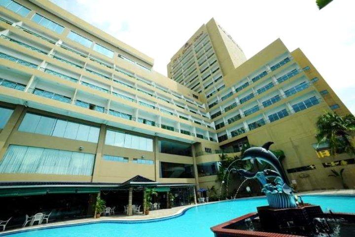 关丹格兰德达鲁玛穆酒店(Grand DarulMakmur Hotel Kuantan)