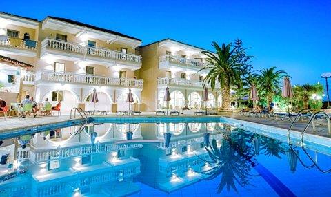 卡拉斯格兰德度假酒店(Karras Grande Resort)