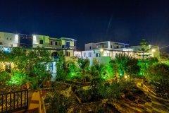 圣托里尼利瓦里酒店(Rivari Santorini Hotel)