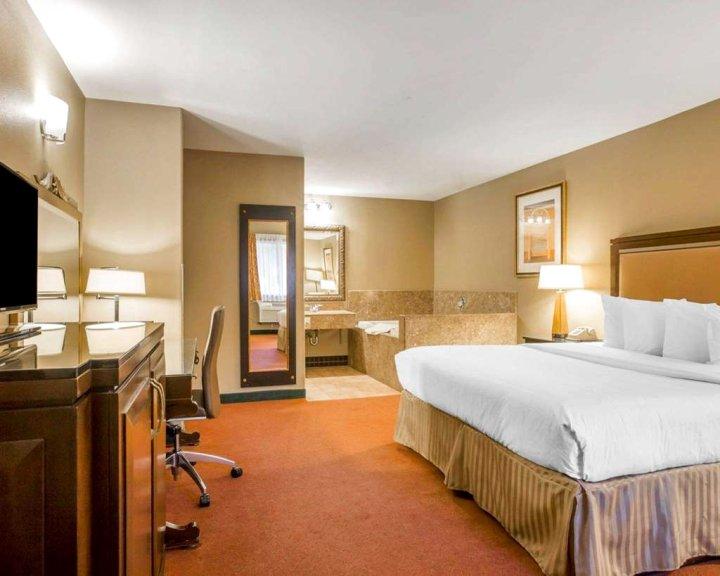 维斯特敏斯特骑士酒店(Quality Inn & Suites Westminster - Seal Beach Westminster)