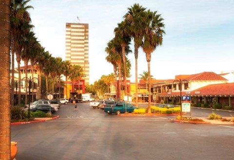 希尔顿坎贝尔达伯翠 - 普鲁内雅德广场酒店(DoubleTree by Hilton Campbell - Pruneyard Plaza)