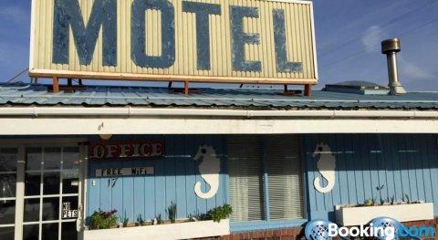 海洋克里斯汽车旅馆(Chris by the Sea Motel)