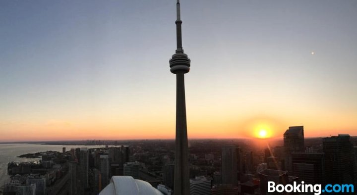 令人惊叹的加拿大国家电视塔+湖景1卧室公寓(1Br Breathtaking CN Tower + Lakeview)