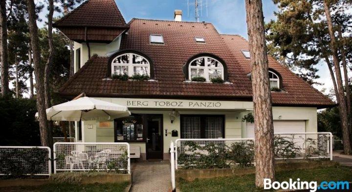 伯格托博兹旅馆(Berg Toboz Panzió)