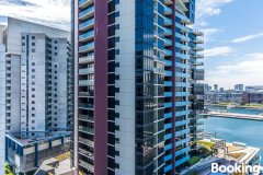 勒克斯海滨生活公寓+游泳池(Lux Dockland Waterfront Living + Pool)