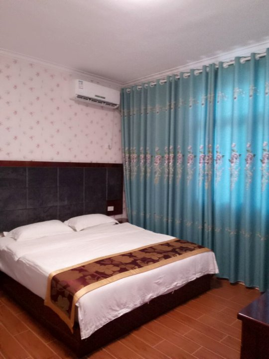武隆语诗旅馆