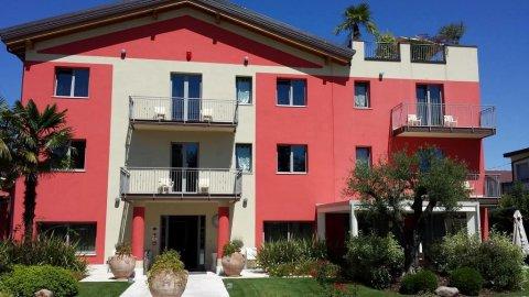 拉格洛塔酒店(La Grotta Hotel)
