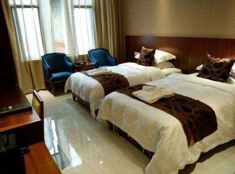 黔贵六广温泉酒店