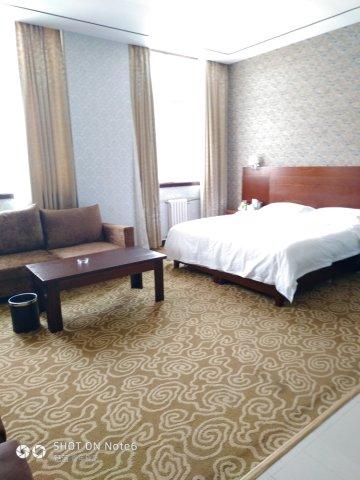 太白黄柏塬酒店
