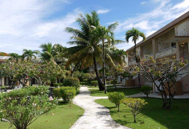 查兰卡诺亚海滩酒店(Chalan Kanoa Beach Hotel)