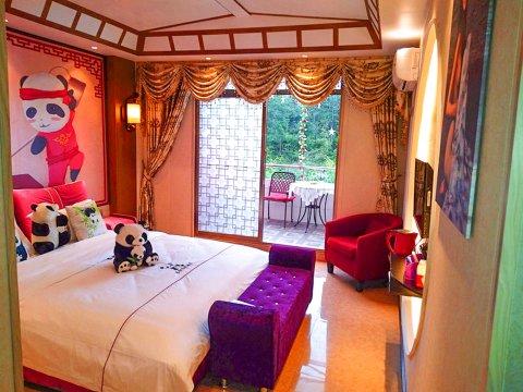 雅安碧峰峡长红主题酒店