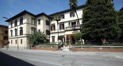 阿尔伯格丘萨雷利酒店(Albergo Chiusarelli)