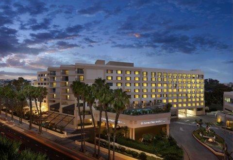 圣莫妮卡希尔顿逸林套房酒店(DoubleTree Suites by Hilton Santa Monica)