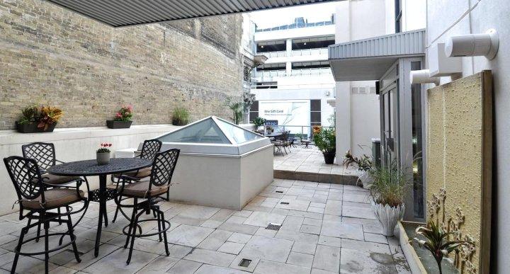 永格套房家居公寓(Yonge Suites Furnished Apartments)