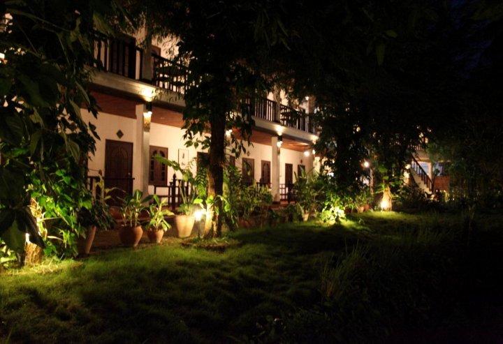 旺萨维饭店(Vangsavath Hotel)