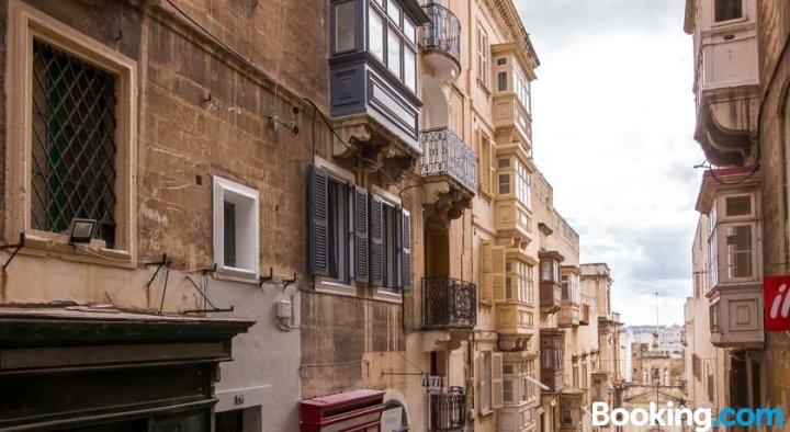 Valletta Designer Vintage Apartment