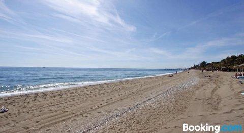 1102 Villa with Pool ,Lounge, BBQ ,Direkt in Marbella