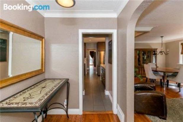 Elegant 4 Bedroom House at Yonge & Sheppard