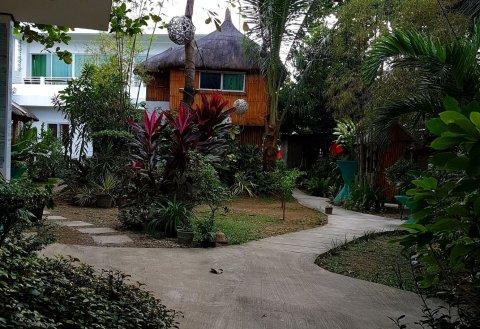 聚集地海滩度假酒店(HangOut Beach Resort)