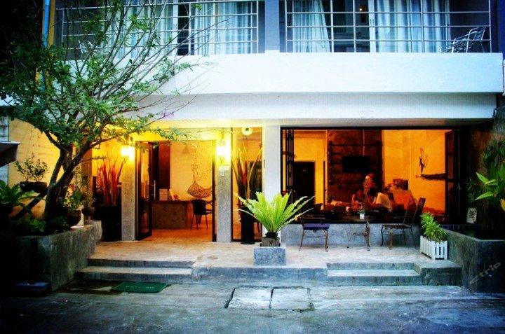普吉岛登巴国际连锁客栈芭东江西冷店(Dengba Hostel Phuket)