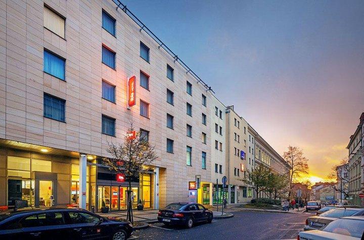 宜必思普拉哈文策斯劳斯广场酒店(Ibis Praha Wenceslas Square)