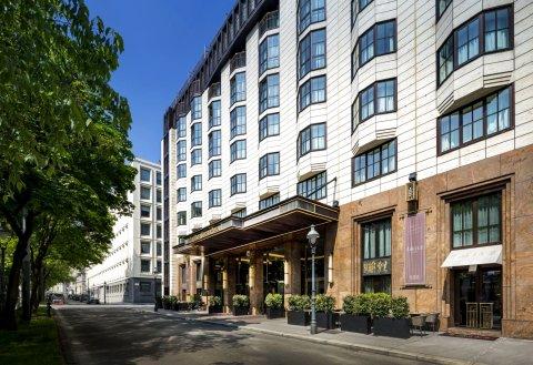 维也纳广场希尔顿酒店(Hilton Vienna Plaza)