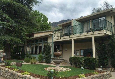 雪松小屋酒店(Cedar Lodge)