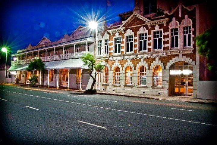 迷雾蓝色水滨 SPA 酒店(The Waterfront Hotel & Spa by Misty Blue Hotels)