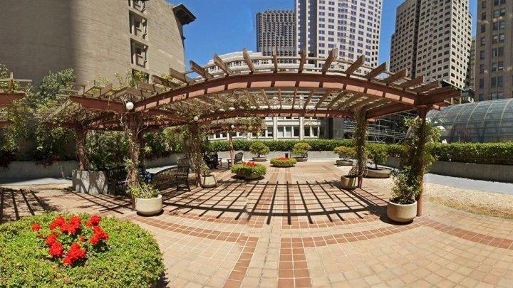 杰德威尔加勒瑞公园酒店(Galleria Park, a Joie de Vivre Hotel)