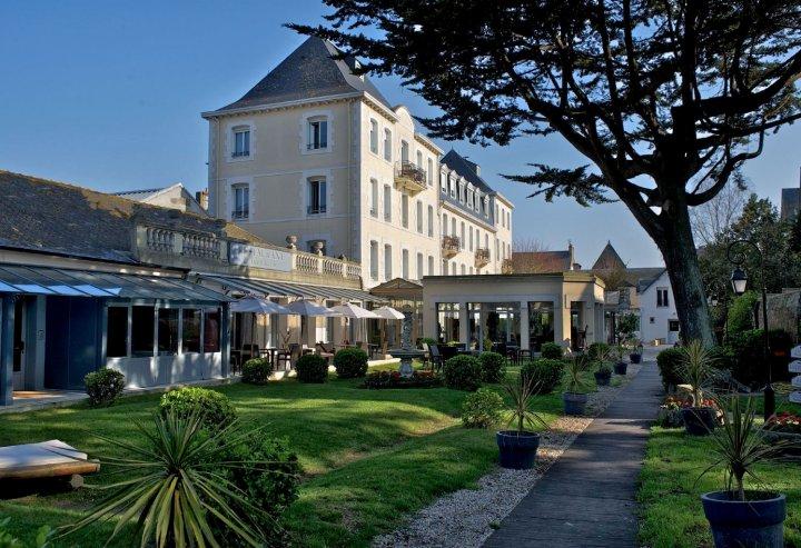扩特维尔原生大酒店(Grand Hôtel de Courtoisville - Piscine & Spa, The Originals Relais (Relais du Silence))